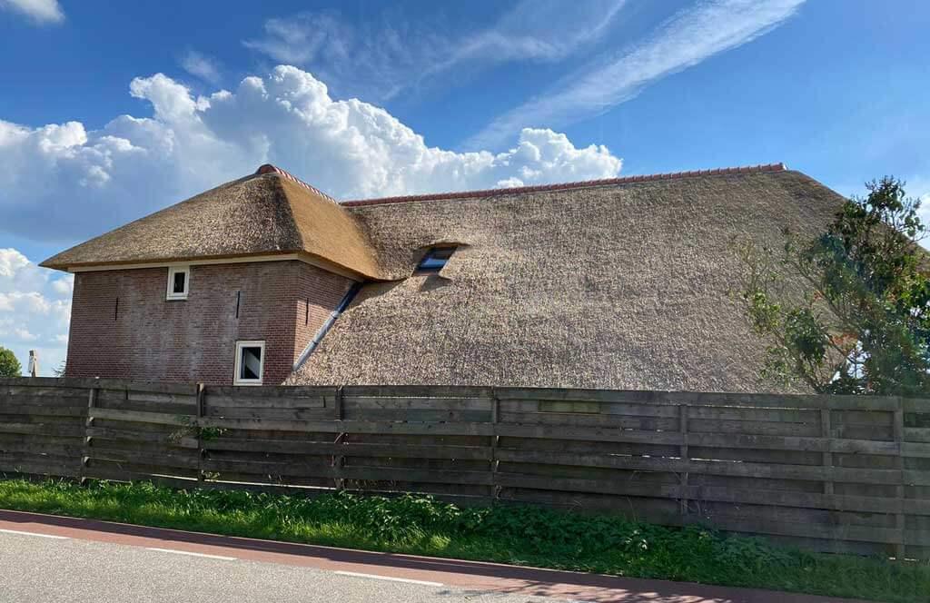 Rieten dak op monumentale boerderij