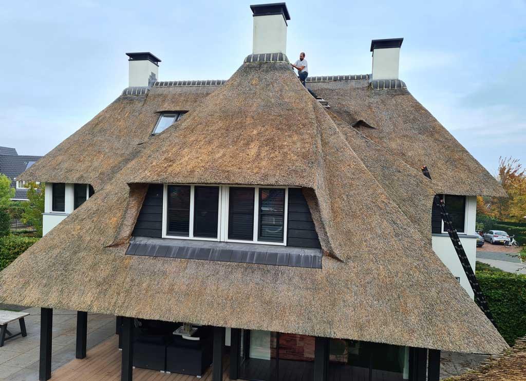 Reparatie rieten dak door Morren Rietdekkers